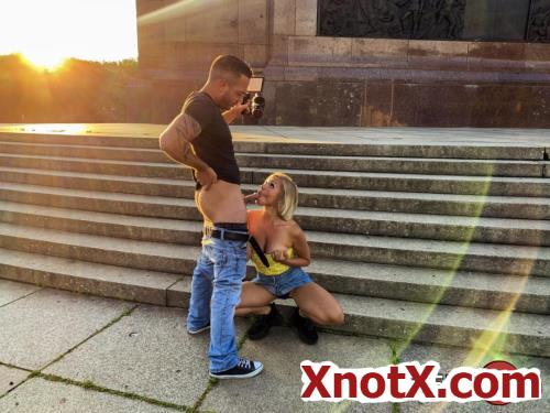 Naughty Intermezzo At The Siegessaule In Berlin / Gabi Gold / 24-12-2019 [FullHD/1080p/MP4/2.04 GB] by XnotX
